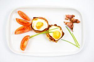 Jajka zawijane w boczku